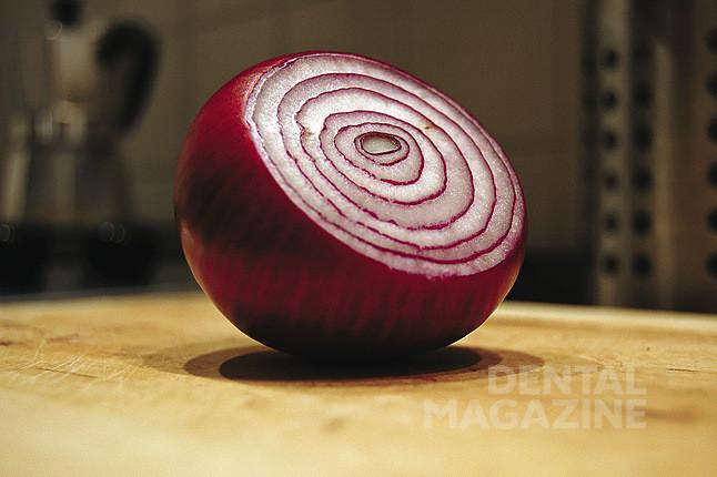 Рис. 15. Разрезанная луковица демонстрирует эффекты, схожие с послойным нанесением керамики.