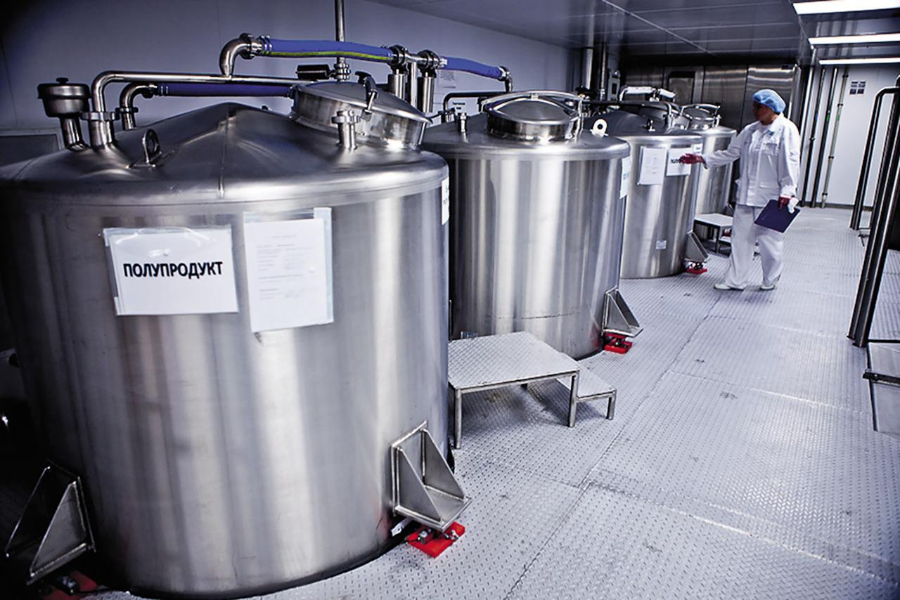 В ходе варки продукта сырье автоматически поступает в реактор, перед этим проходя многоуровневую фильтрацию. Реактор оснащен высокоэффективными смесительными устройствами, которые позволяют измельчать компоненты до микронных размеров и обеспечивать однородность массы. Процесс смешивания проводится в вакууме.