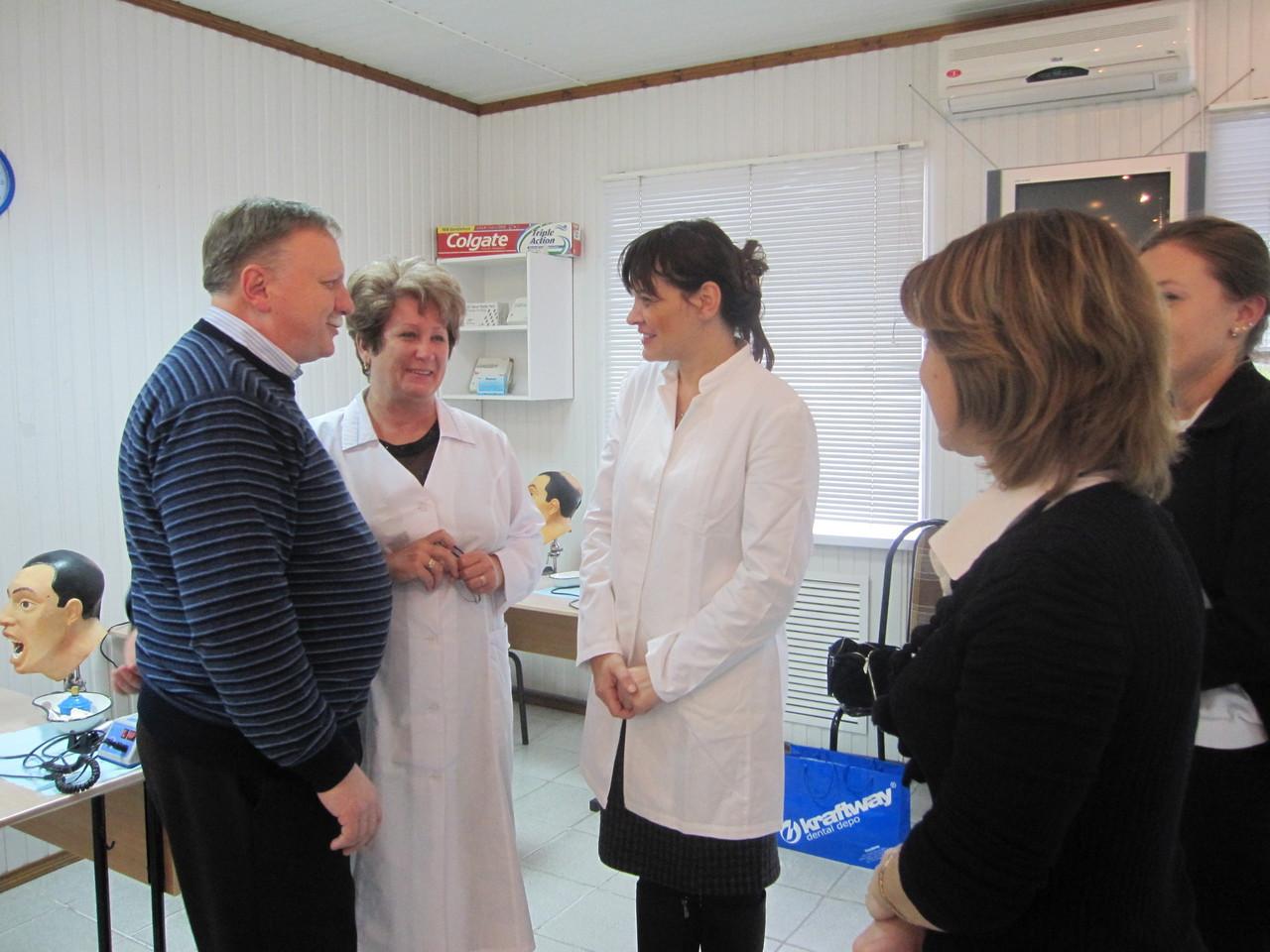 Демонстрация применения теста Saliva Check-Mutans на пациенте.